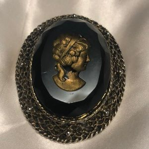 Jewelry - Antique glass cameo pendant/brooch